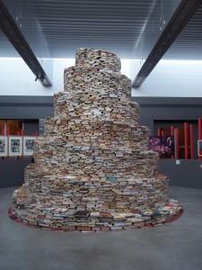 Une installation de J. Gautel et des visiteurs du Palais des Beaux Arts de Lille, 2012